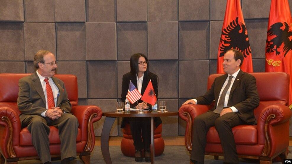 Engel vizitë në Tiranë