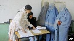 Nhân viên phụ trách bầu cử Afghanistan