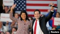미국 사우스캐롤라이나주 채핀에서 열린 공화당 마크 루비오(오른쪽) 대선 후보 유세에서, 니키 헤일리 주지사(왼쪽)가 지지를 선언했다.