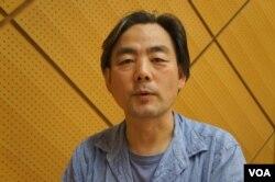 旅居廣島的中國人導演班忠義形容廣島人既非常愛和平,也受全國輿論影響(美國之音歌籃拍攝)
