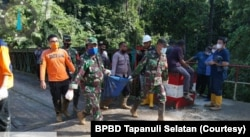 Proses pencarian dan evakuasi korban longsor di areal proyek pembangunan PLTA Batang Toru, Kecamatan Batang Toru, Kabupaten Tapanuli Selatan, Sumatera Utara, Jumat 30 April 2021. (Courtesy: BPBD Tapanuli Selatan)