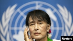 Burmese pro-democracy leader Aung San Sui Kyi attends a news conference after addressing the 101st session of the International Labor Conference of the International Labor Organization at the United Nations European headquarters in Geneva, June 14, 2012.