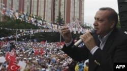 Turski premijer Redžep Tajip Erdogan na predizbornom skupu u Ankari