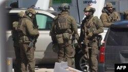 Unit Taktis Kepolisian Kanada berkumpul setelah tersangka penembakan masal di Nova Scotia, berhasil dilumpuhkan, Minggu, 19 April 2020.