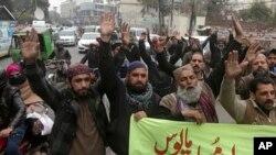 عکس آرشیوی از فعالان پاکستانی معترض به تبرئه یک متهم به کفرگویی