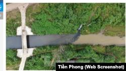 Báo Tiền Phong cho biết mặc dù đã qua nhiều ngày mưa lớn, nhưng dấu vết dầu đen vẫn còn hiện hữu trên các dòng suối.