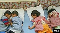 Anak-anak yatim di tinggal di sebuah panti asuhan di Maroko (foto: dok).
