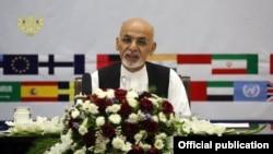 ولسمشر غني د افغان حکومت او نړیوالې ټولنې د استازو غونډې ته په خپله وینا کې په حکومتي ادارو کې د پراخه اصلاحاتو ژمنه وکړه.