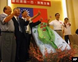 马英九和支持者9月24日庆祝中华民国建国一百周年