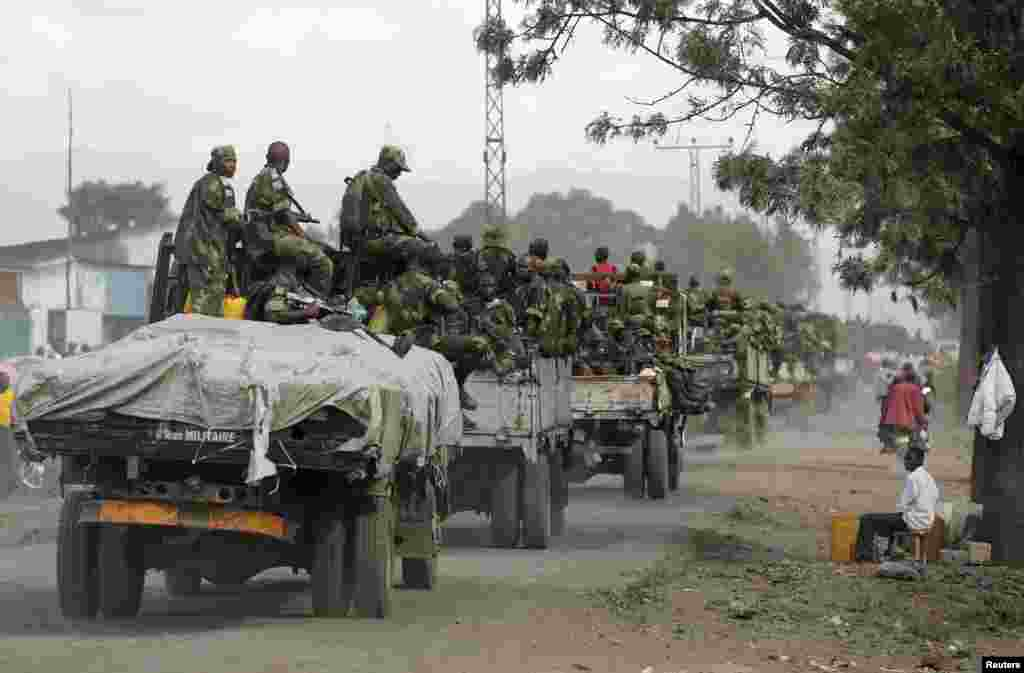 Government army FARDC soldiers arrive in Goma, DRC, December 3, 2012.