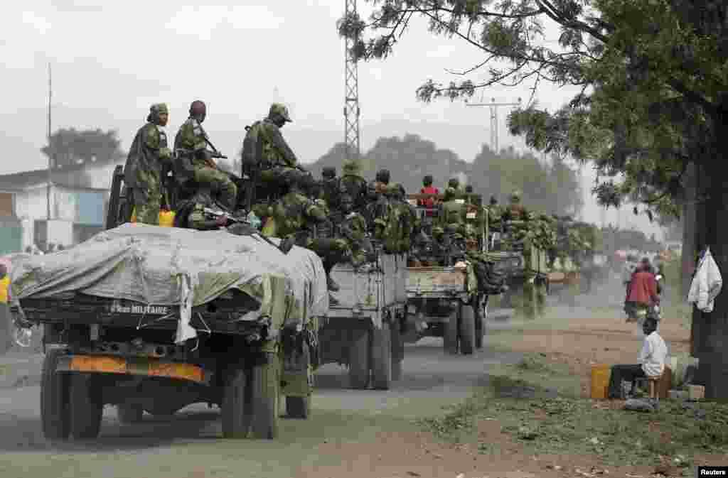 Wanajeshi wa serikali FARDC wanawasili Goma, DRC, December 3, 2012.