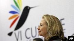 La secretaria de Estado, Hillary Clinton, durante el diálogo con la Sociedad Civil, en la Cumbre de las Américas.