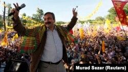 Sırrı Süreyya Önder İstanbul'da 2011 yılında düzenlenen bir mitingde