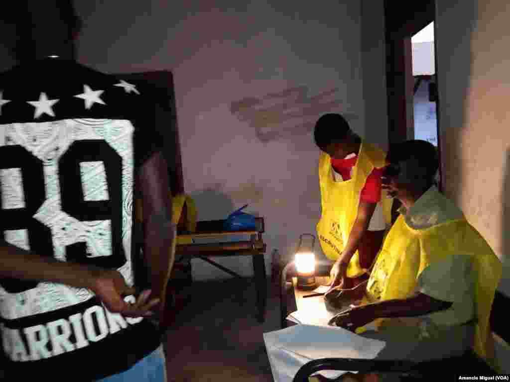 Moçambique foi a votos neste 15 de Outubro de 2019 Em Wimby, na província de Cabo Delgado, a assembleia de voto funcionou a luz da lanterna.
