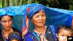 ผู้ที่ดูแลด้านสุขภาพของผู้ที่ลี้ภัยมาจากพม่าวิตกกังวลว่า คนที่ลี้ภัยจากพม่าเข้ามาในเขตแดนไทยมีจำนวนเพิ่มขึ้นเรื่อยๆ