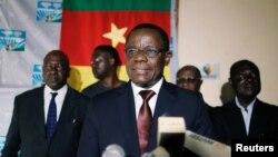 Maurice Kamto, leader du Mouvement de la Renaissance (MRC), lors d'une conférence de presse à Yaoundé, Cameroun, le 8 octobre 2018.