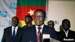 Maurice Kamto, candidat à la présidence du Mouvement de la Renaissance (MRC), réagit alors qu'il tient une conférence de presse à son siège à Yaoundé, au Cameroun, le 8 octobre 2018.