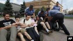 Полиция задерживает участников протеста в поддержку Таисии Осиповой. Архивное фото.