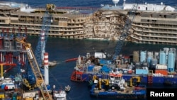 Costa Concordia поставлена на киль