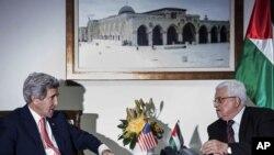 Državni sekretar SAD Džon Keri i palestinski predsednik Mahmud Abas tokom razgovora u Ramali, 3. januara 2014.