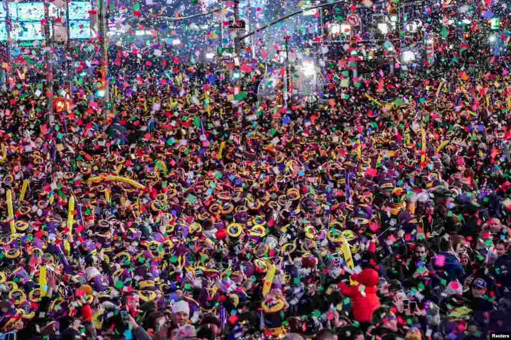 جشن منانے والوں کی تعداد کا انداز زیر نظر تصویر کو بھی دیکھ کر کیا جاسکتا ہے۔ ایک محتاط اندازے کے مطابق ہزاروں کا جم غفیر جشن میں شریک ہوا۔