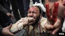 Oponentes y partidarios del gobierno protagonizaron una segunda jornada de enfrentamientos en El Cairo.
