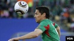 México estuvo cerca de abollar la corona del campeón, pero no pudo aguantar el resultado.
