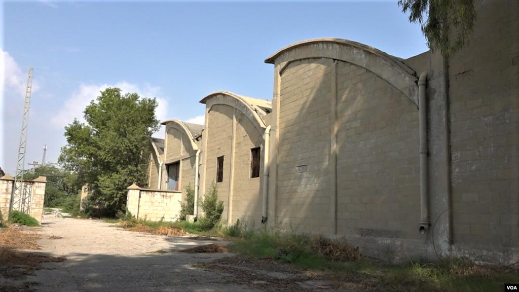 ہرنائی مل میں کام کرنے والے ایک ریٹائرڈ ملازم حاجی عبداللہ نے بتایا کہ اس کارخانے کا افتتاح ملک کے پہلے وزیرِ اعظم لیاقت علی خان نے کیا تھا۔