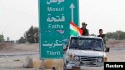 Các thành viên của lực lượng an ninh người Kurd được triển khai tới khu vực ngoại ô của Kirkuk ở Iraq. Thành phố Mosul hiện đang nằm trong tay của Nhà Nước Hồi giáo.