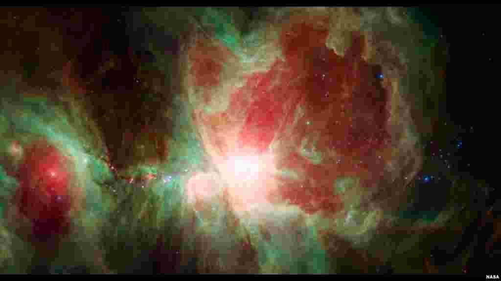Gambar nebula atau awan antarbintang 'Orion' yang berjarak 1.500 tahun cahaya dari Bumi, dikonstruksikan berdasarkan data yang didapatkan oleh teleskop antariksa Spitzer milik NASA.