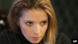 Yevgenia Tymoshenko, daughter of jailed Ukrainian opposition leader Yulia Tymoshenko, says her mother will be transferred to a Kharkiv hospital, Jan. 2012 (file photo).