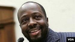 Wyclef Jean llegó en compañía de sus consejeros jurídicos, de su esposa y su hija.