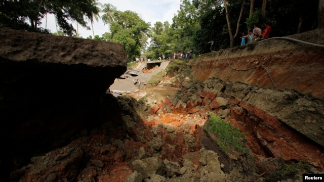 A view of a portion of a damaged highway in Getafe, Bohol, a day after an earthquake hit central Philippines, Oct. 16, 2013.