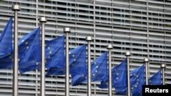 Türkiye ile Hollanda arasındaki kriz sonrası Avrupa kurumlarından gerilimin azaltılmasına yönelik çağrılar geldi.