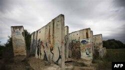 Berlin duvarı artık kırılıp moloz olarak kullanılıyor