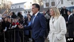 Митт Ромни с женой на встрече с избирателями