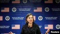 美国助理国务卿卢岚2月7号在美国驻乌克兰大使馆的记者会上。