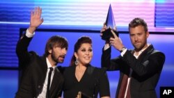 Lady Antebellum accepts the award for favorite band, duo or group - country at the 40th Anniversary American Music Awards on Nov. 18, 2012