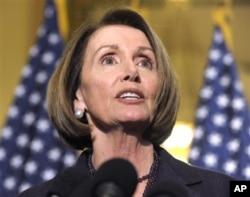 L'ancienne présidente de la Chambre, la députée Nancy Pelosi de californie, sera maintenant leader de la minorité à la Chambre