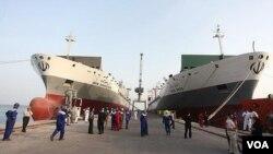 Beberapa perusahaan Rusia terlibat dalam pekerjaan dengan perusahaan pelabuhan utama Iran, yang terkena sanksi terbaru AS.