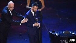 یہ پہلا موقع ہے کہ لیونل میسی کو فیفا کے پلیئر آف دی ایئر ایوارڈ سے نوازا گیا ہے۔