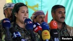 Lilwa al-Abdallah, porte-parole des Forces démocratiques syriennes (SDF) à Deir al-Zor, en Syrie, le 1er mai 2018.
