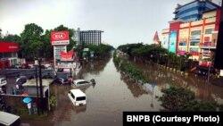 Banjir menggenangi kota Bandung, Jawa Barat, 24 Oktober 2016 (Foto: Badan Nasional Penanggulangan Bencana/BNPB)