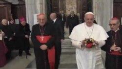 Francisco visita basílica mariana