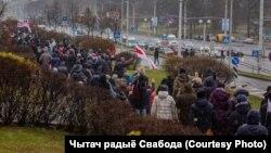 "Demonstranti tokom protestima pod nazivom ""Marš suseda"" u prestonici Minsku (Foto: Чытач радыё Свабода)"