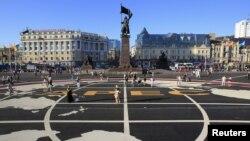 Quảng trường trung tâm của thành phố Vladivoltok của Nga với logo hội nghị APEC