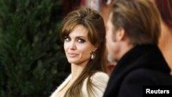 ປະມວນພາບ ຂອງດາລາຊື່ດັງ Angelina Jolie