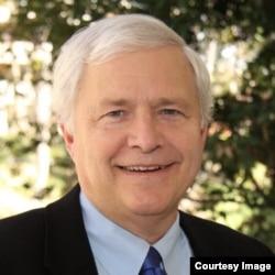 南加州大学安纳伯格传播学院教授托马斯·霍利汉