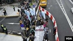 香港民主黨表示超過1,200人參與守護廉潔法治遊行。 (美國之音特約記者 湯惠芸拍攝 )
