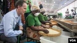 Embaixador americano em Moçambique Douglas Griffiths. Foto de Sarah Day Smith